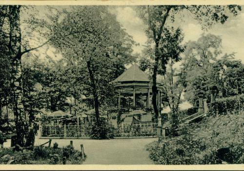 V háječku (1935)