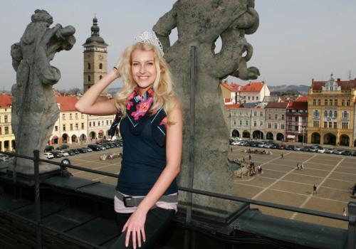 Česká miss 2011 Jitka Nováčková s Černou věží v pozadí